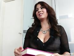 Big Tits Lesbian Beauty Gets Screwed Hardcore With A Strapon