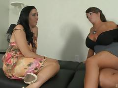 Cute babe with big tits enjoy sucking cock in FFM threesome