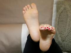 STUDY BECKY'S SOLES!!!