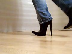 walk in high heels boots