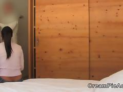 Amateur gets anal creampie in hotel room
