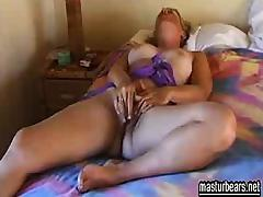 40 years old mum Arianne enjoys masturbation