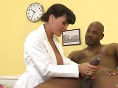 Stunning milf pornstar Lisa Ann gets a facial cumshot after a blowjob
