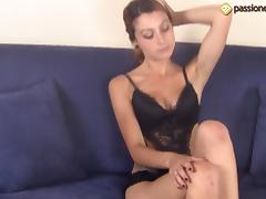 Amateur model showing her feet for a foot fetish games
