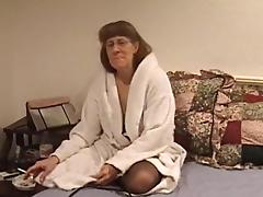 Matured cowgirl in nylon stockings getting the pleasure of massive sex machine