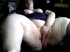 Fat young babe masturbating