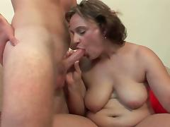 Mature mommies loves young and hard big cocks.