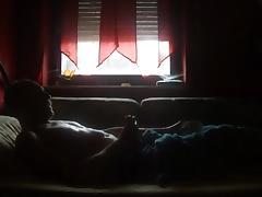 Am Fenster - Geil allein im Bett