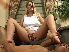 Big tit MILF Robbie needs foot slapping