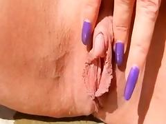 MILF WITH BIG CLIT AND NICE NAILS PLAYS
