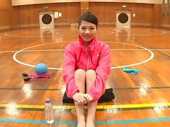Sporty Asian gymnast spreads her legs wide for a stiff cumshooter hardcore