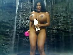 Big ebony love bubbles waterfall