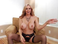 A skilled MILF shows off her amazing blowjob skills