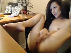 In my amateur webcam vid, I'm dildoing my cunt