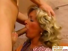 Chubby mature takes it deep inside