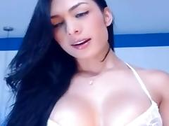 shemale brunette on webcam