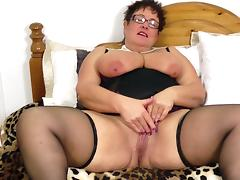 BBW MILF Honey makes her pussy so wet it drips when she cums