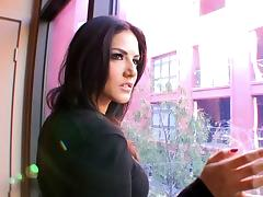 Sunny Leone in Sunny Playing Home Alone Video
