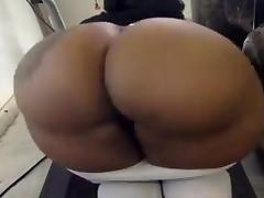 Pretty phat bitch twerking