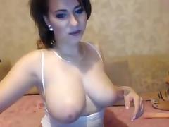 Sexyanny lies naked on the couch