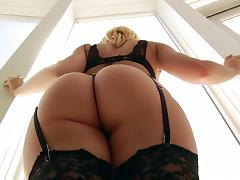 sexy kagney loves to suck big black cocks