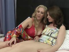 Experienced lesbian cowgirl brings her amateur girlfriend to orgasm in bed