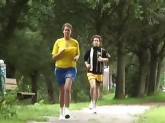 Volle meid verwend na het joggen