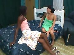 Lizandra loves to kiss and smell farting female asses