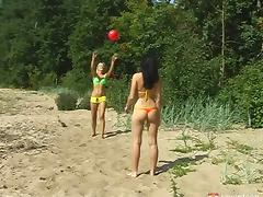 Babes enjoying their summer vacation by having sex on the beach