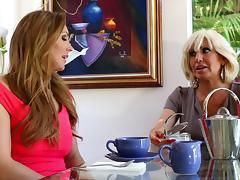 Mature senorita decides to go full-lesbian with her smooth apprentice