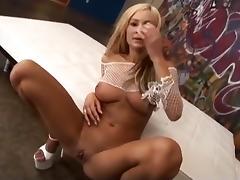 Sexy Amy Reid Takes An Anal Creampie