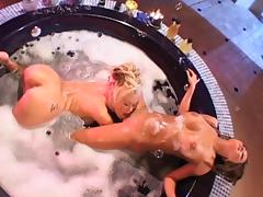 Jenna Jameson and a gorgeous Asian babe have lesbian bathtub sex