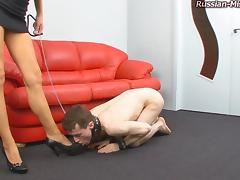 Slave admiring foot fetish hot ass as he licks her toes