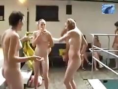 Piscina nudista