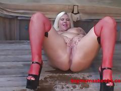 Curvy Kristine pees like a fountain