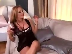 Bimbo milf get fucked and squirting