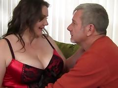 Joslyn is one of those chubby babes who really like the dick riding