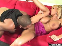 Son witness how mom Misty Vonage goes black