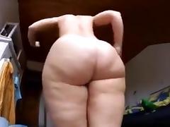 Big Ass white Girl shaking it