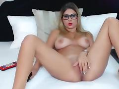Sarahxx caresses her pussy