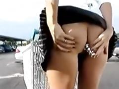 Au magasin sans culotte plug dans le cul