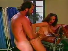 Brown Haired Vixen Shows How its done