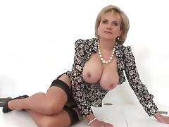 British MILF Wants To Taste Your Cum