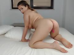 Curvy latina girl on cam