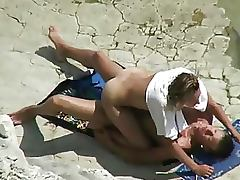 Couple Spyed Having Sex on the Beach