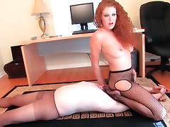 Sexy redhead stars in facesitting porn