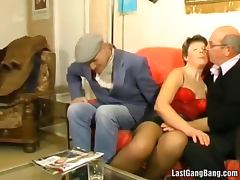 Old mature slut got gang banged porn video