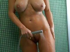 Sexy Giovanna showering