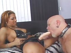 Robert hill ass banged by 2 chicks