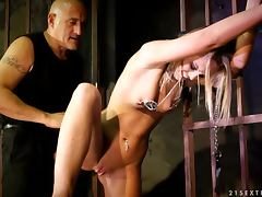 Caged Slut Vanda Lust gets tortured by a criminal